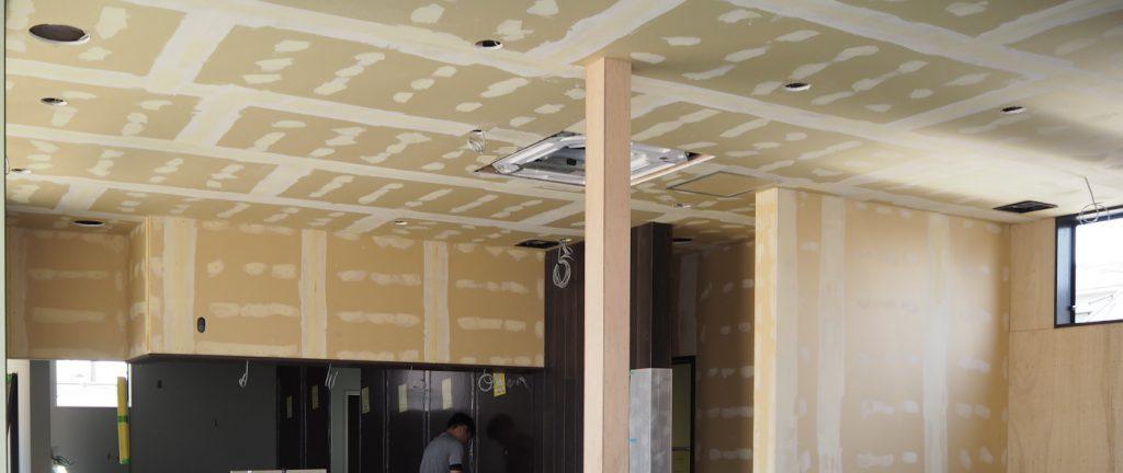 エアコンも断熱も仕込み、壁紙前にパシャリ1枚。
