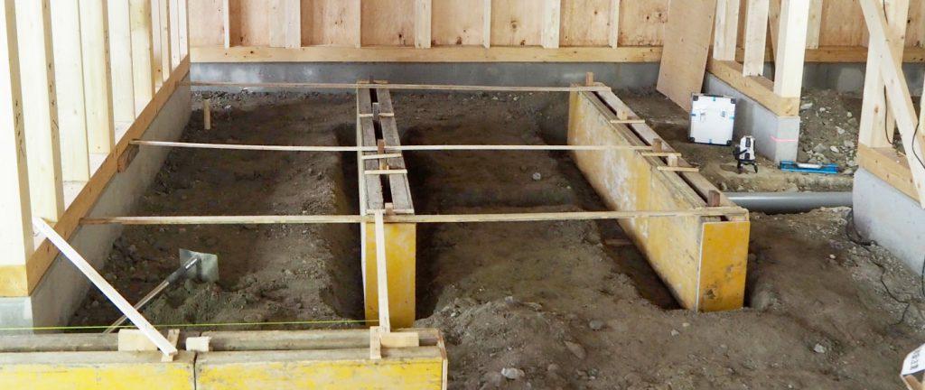 型枠と均し?作業です。厨房は水廻りが非常に多く、重要な工事です。